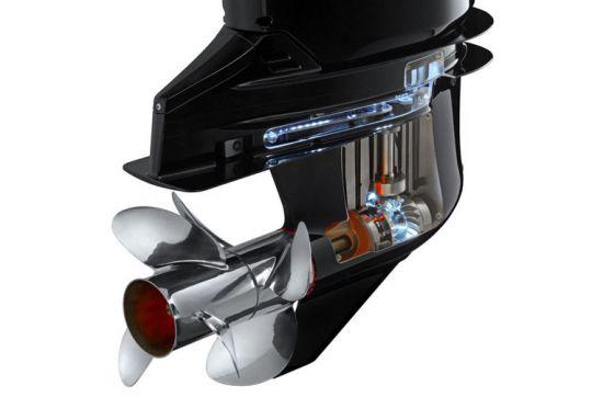 Inverseur réducteur sur un moteur de bateau