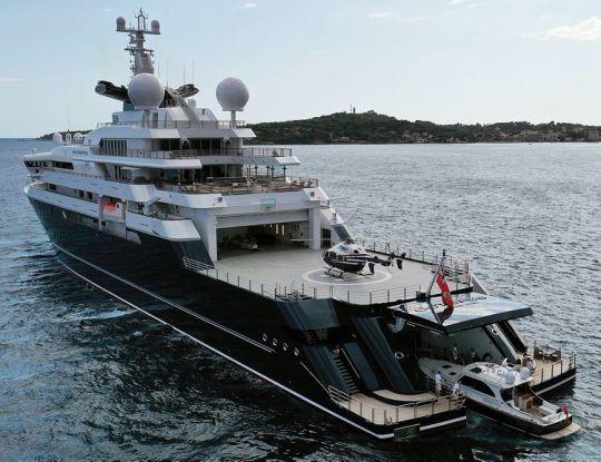 Super Yacht Octopus