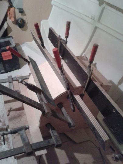 Fabrication d'un rond dans la couchette tribord.