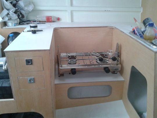 La cuisine avec son réchaud 2 feux.