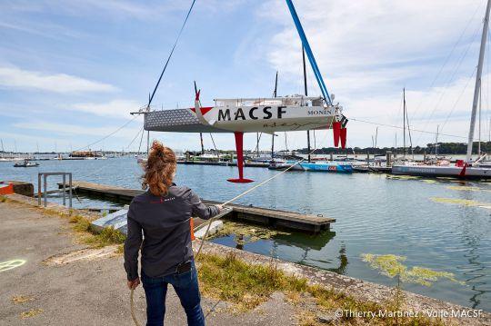 Mise à l'eau de l'IMOCA MACSF à Lorient ©Th.Martinez/Sea&Co