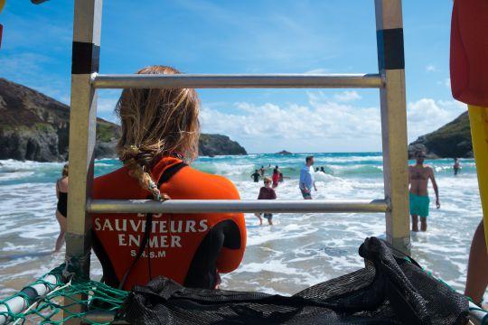 Sauveteur sur la plage © Clara Simon