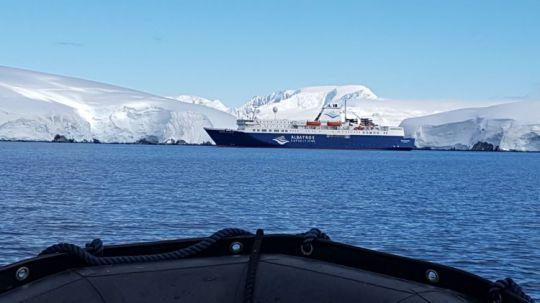 L'Atlantic Explorer au mouillage.