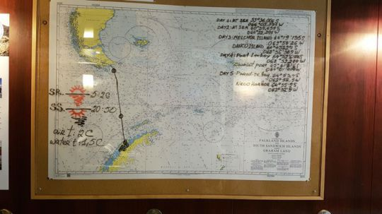 Le trajet de L'Ocean Atlantic tracé sur une carte marine.