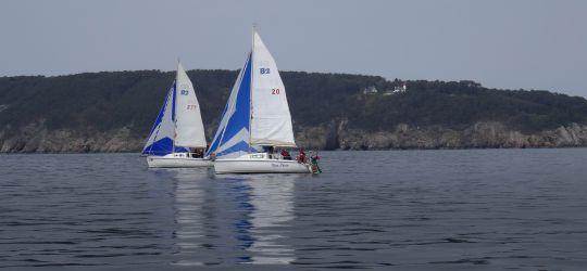Djinn en navigation devant le phare de Morgat - Crozon ©Manuel Biarrotte/Aspro-Djinn
