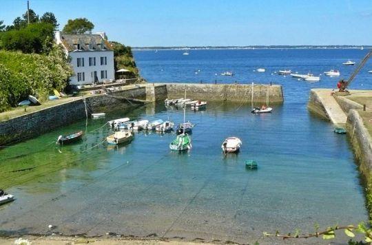 Sur île de Groix, le petit havre de Port Lay et la maison que Gauguin occupa durant son séjour.