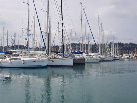 Voiliers au port en Grèce