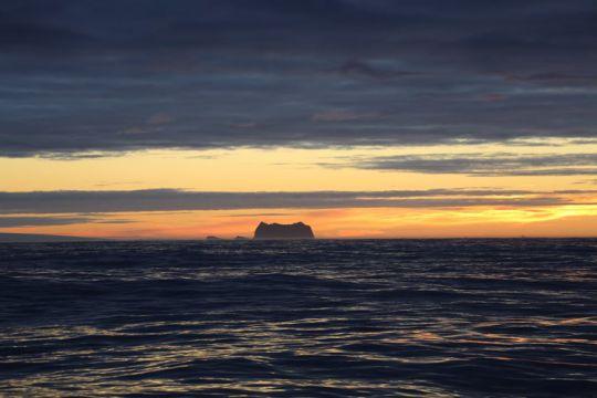 Le premier iceberg.