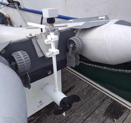 Les moteurs peuvent aussi s'installer sur l'annexe.