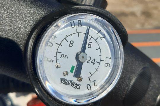 Le manomètre de la pompe