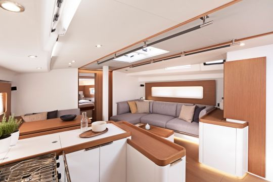 Carré du First Yacht 53
