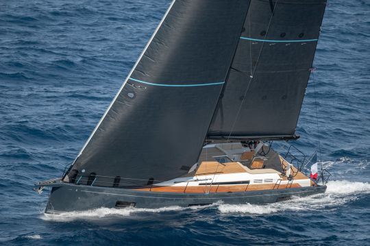 Le First Yacht 53 sous voile