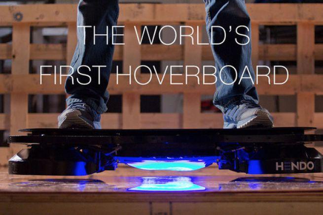 une startup va commercialiser le premier skateboard volant. Black Bedroom Furniture Sets. Home Design Ideas