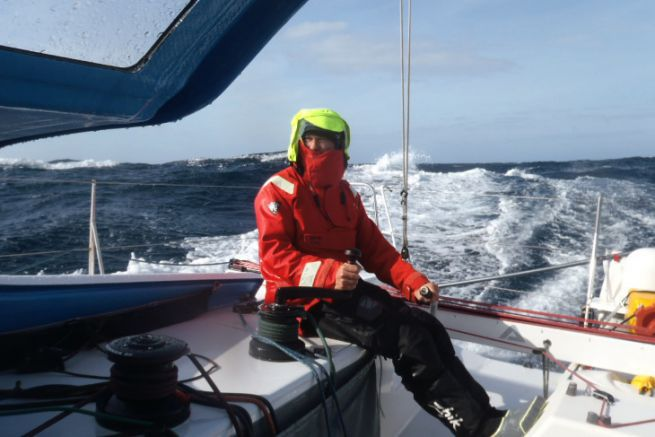 Tom Gayford à la barre du Class40 Colombre XL durant le Défi Atlantique