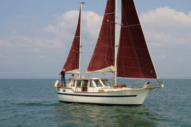 La timonerie intérieure est un des points forts des emménagements du Nauticat 33.