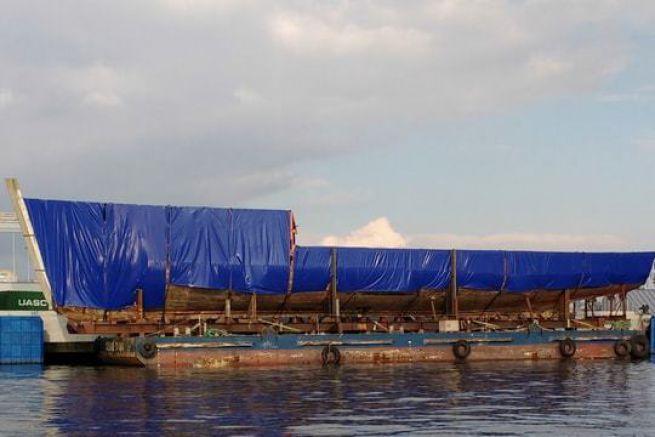 La Calypso sur sa barge, prête à rejoindre le chantier Aykin en Turquie