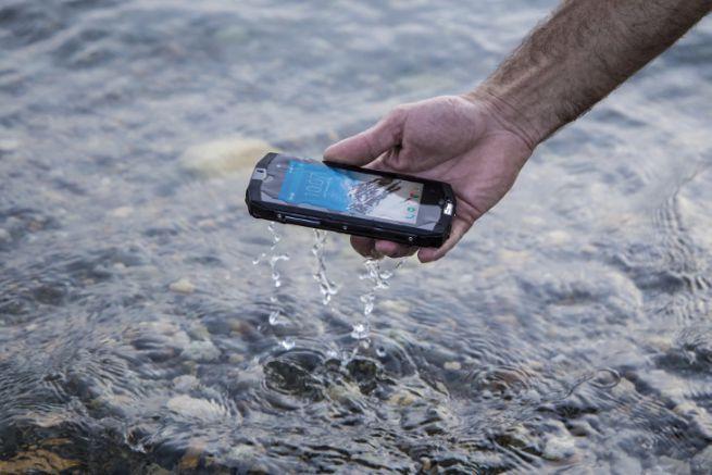 Smartphone étanche Trekker M1 de Crosscall