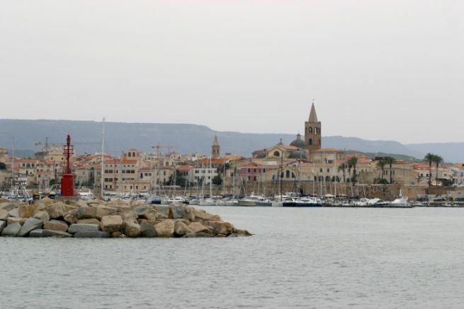 Le port d'Alghero, une escale sarde hors des navigations battues...