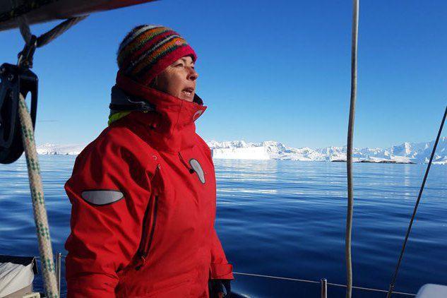 Episode 7/8, une grosse voie d'eau d'eau apparait dans le bateau en antarctique