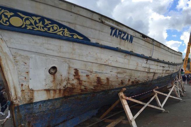 Convoyée à Brest en mars dernier, la coque du Tarzan est exposée lors des fêtes maritimes de Brest 2016