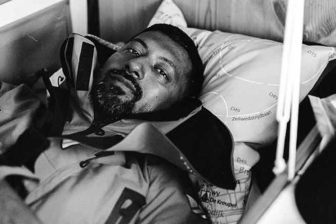 Abhilash Tomy sur sa couchette avant le départ