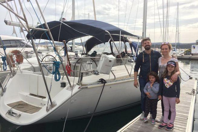 Arnaud, Mélanie, Lisa et Lou devant Kalispera