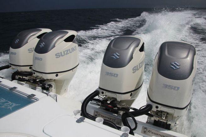 A plus de 60 noeuds au large de Miami avec les Suzuki DF350A