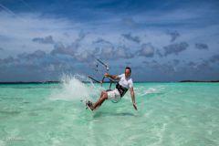 Quand un champion de kitesurf survole une île déserte