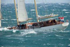 Des yachts au mouillage dans la baie de Monaco