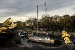 Tara à Paris sur le quai du Pont Alexandre III