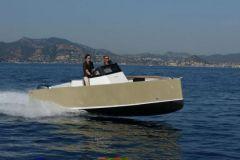 Smartboat avec une carène en V