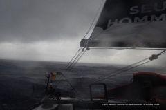 Impressionnant ! 73 noeuds de vent en pleine tempête pour Eric Bellion sur le Vendée Globe !