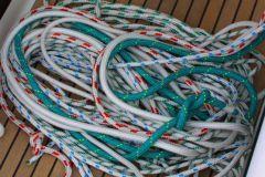 Pourquoi n'y a-t-il qu'une corde sur un bateau ?