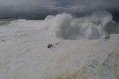 Le surfeur Lucas Chumbo à la rescousse de Pedro