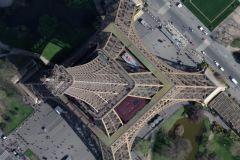 Le voilier Initiatives-Coeur photographié depuis le ciel sur la Tour Eiffel !