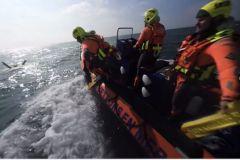 Les sauveteurs bénévoles de la SNSM en plein sauvetage