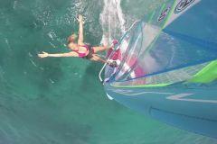 Sarah en session windsurf