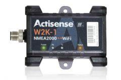 Un écran d'AIS avec les cibles sur une VHF Icom