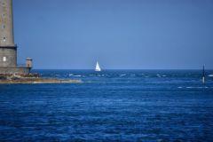 Passage d'un voilier au raz Blanchard