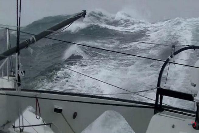 Jean Le Cam sur Finistère Mer Vent en pleine tempête