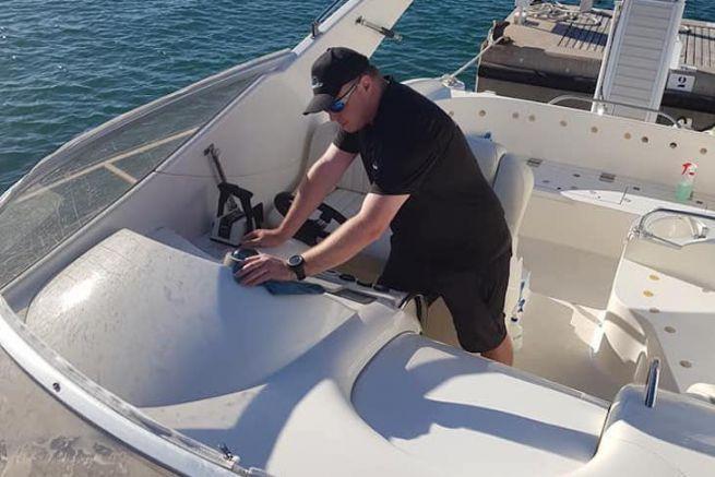 Cosmeticar, le nettoyage de bateaux sans eau