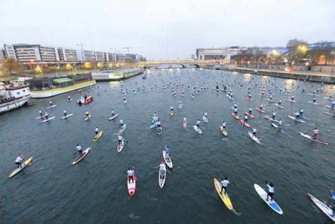 La Seine aux couleurs des 500 concurrents du Nautic Sup Paris Crossing