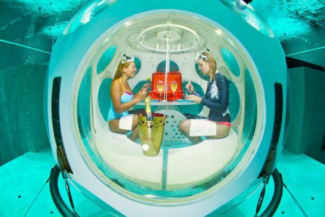 Le Deep Diner, premier restaurant sous-marin permanent