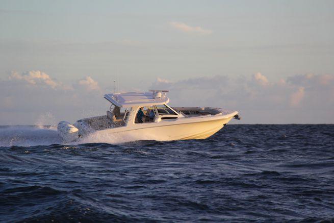 Le 350 Realm, nouveauté 2018 de Boston Whaler