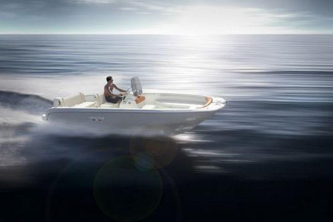 Le nouveau 190 FX d'Invictus Yacht