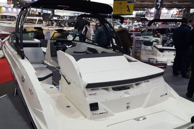 230 SPX de Sea Ray, en avant-première mondiale au Nautic 2016