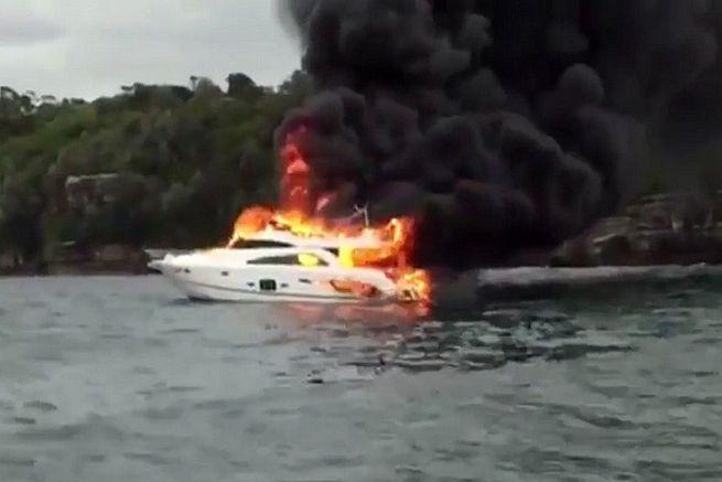 Incendie d'un yacht à Sydney