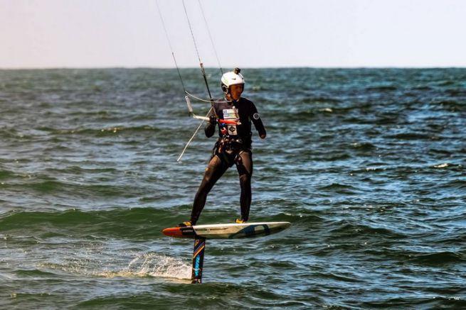 Chris Ballois sur son Défi Kitesurf Inter-îles de Bretagne