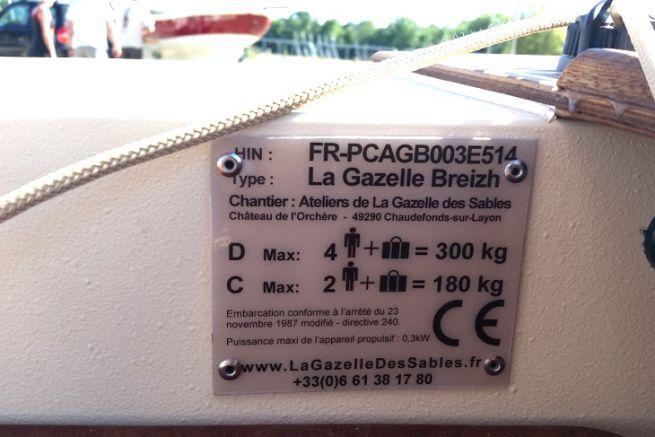 Plaque constructeur d'une Gazelle Breizh