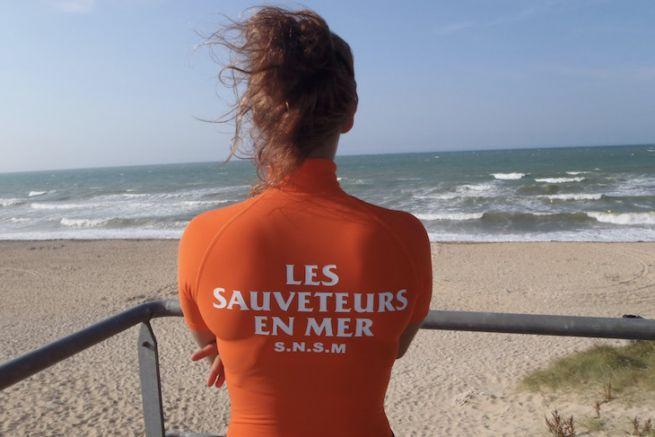Nageur Sauveteur en surveillance d'une plage